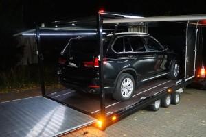 bmw x5 transport anhaenger offen seitenansicht | bos design