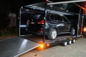 bmw x5 transport anhaenger seitlich offen | b.o.s. design